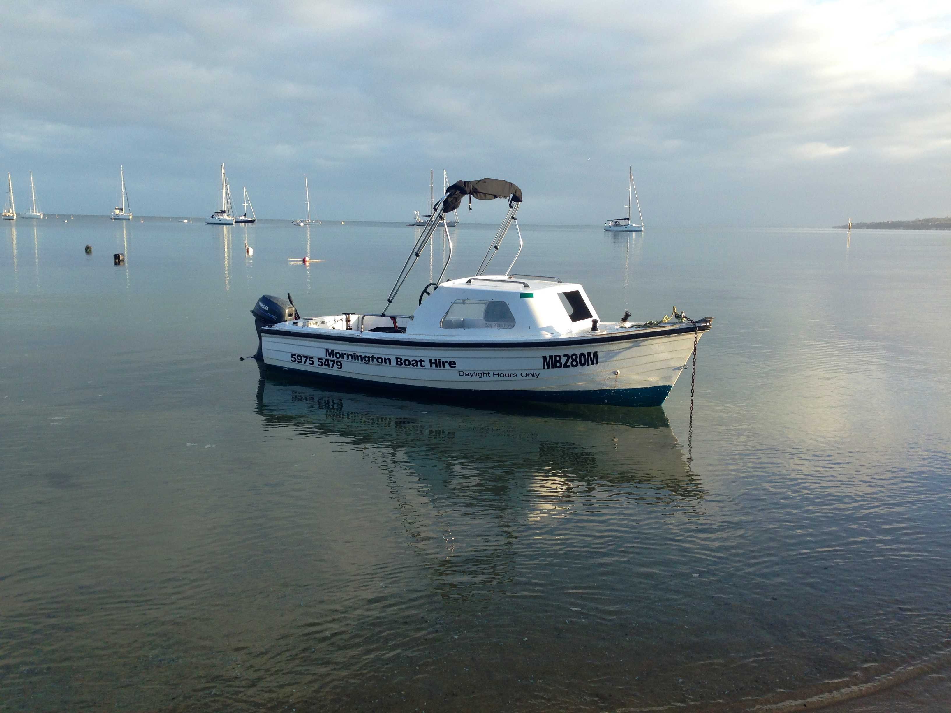 halfcabin fishing boat for hire melbourne mornington peninsula frankston mordialloc